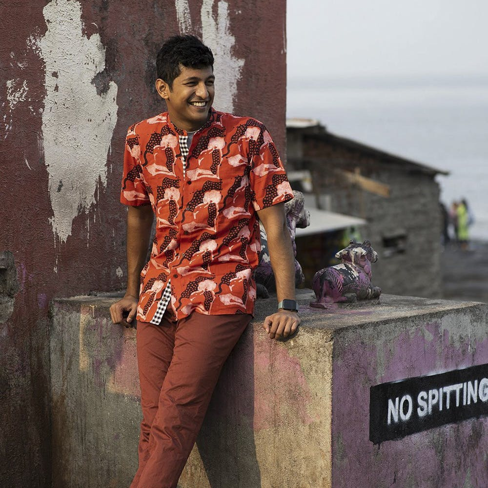 Smile,Flash photography,Sleeve,Temple,Street fashion,Standing,Happy,Wall,Waist,Travel