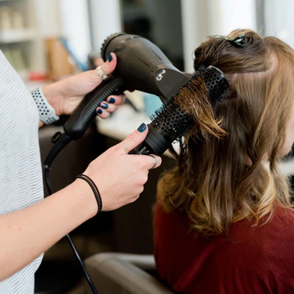 Beauty salon,Shoulder,Ear,Eyelash,Personal grooming,Hearing,Hairdresser,Makeover,Service,Long hair