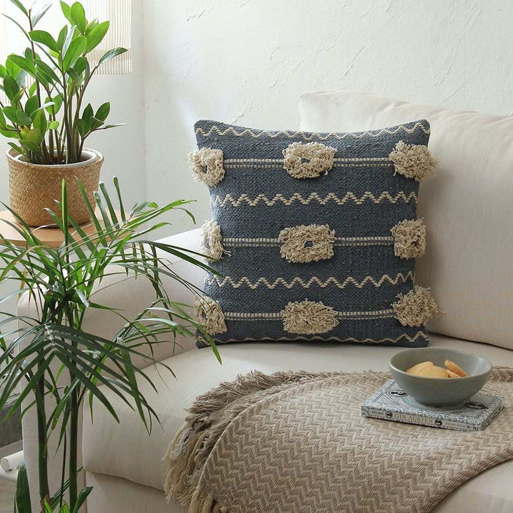 Plant,Furniture,Property,Flowerpot,Houseplant,Couch,Table,Tableware,Textile,Comfort