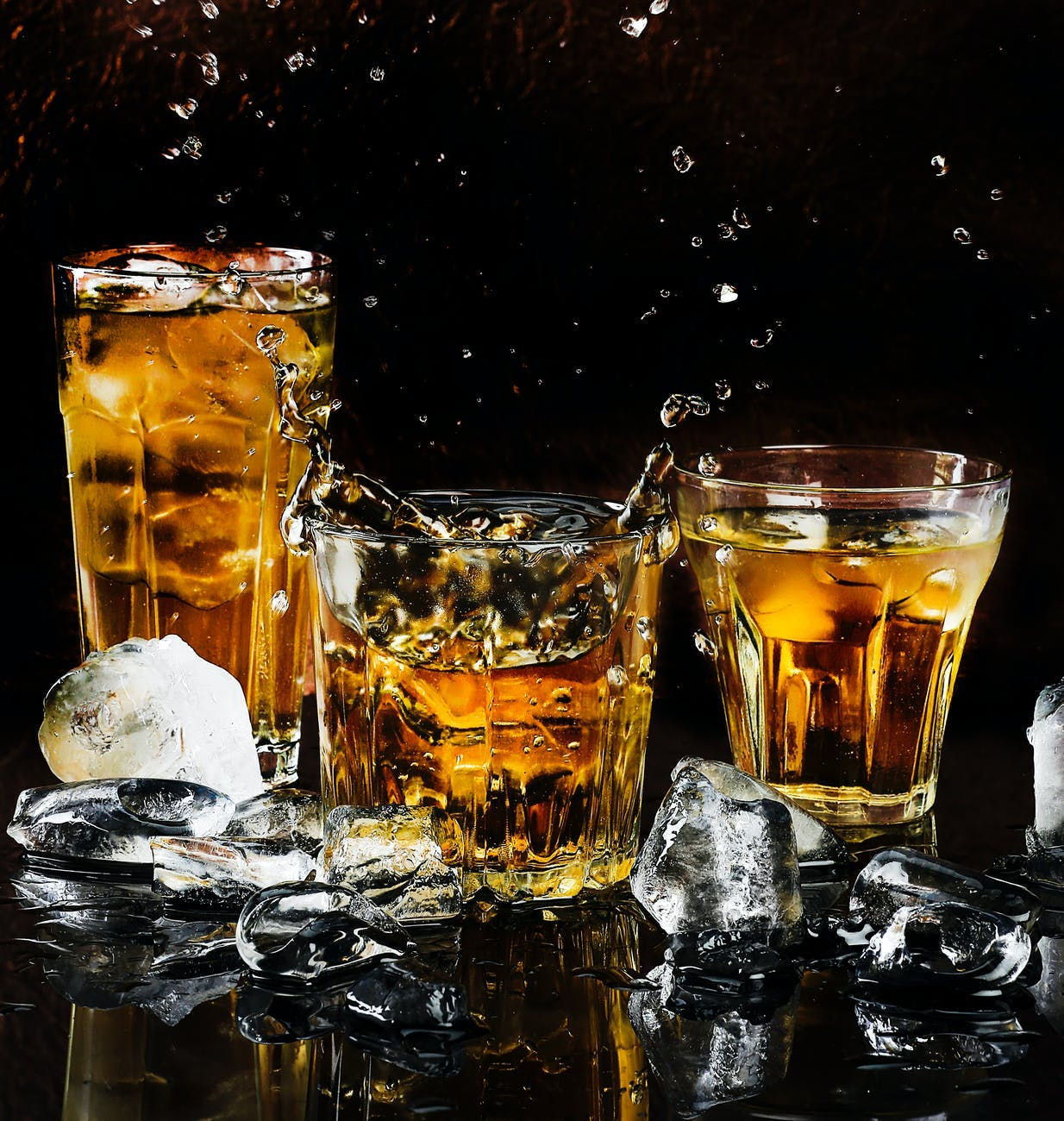 Tableware,Liquid,Drinkware,Tennessee whiskey,Stemware,Water,Cognac,Rusty nail,Amber,Barware