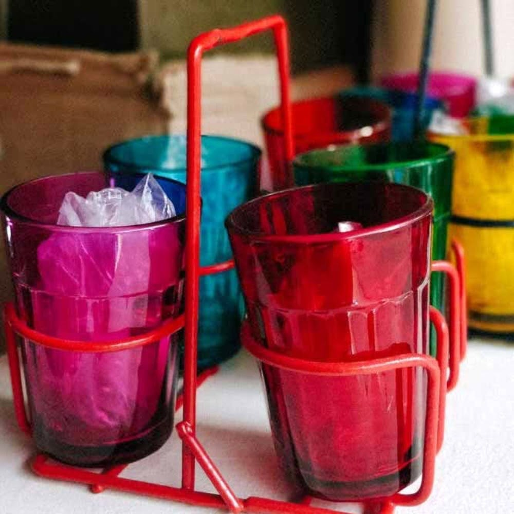 Tableware,Drinkware,Drinking straw,Drink,Cylinder,Electric blue,Glass,Magenta,Party supply,Plastic
