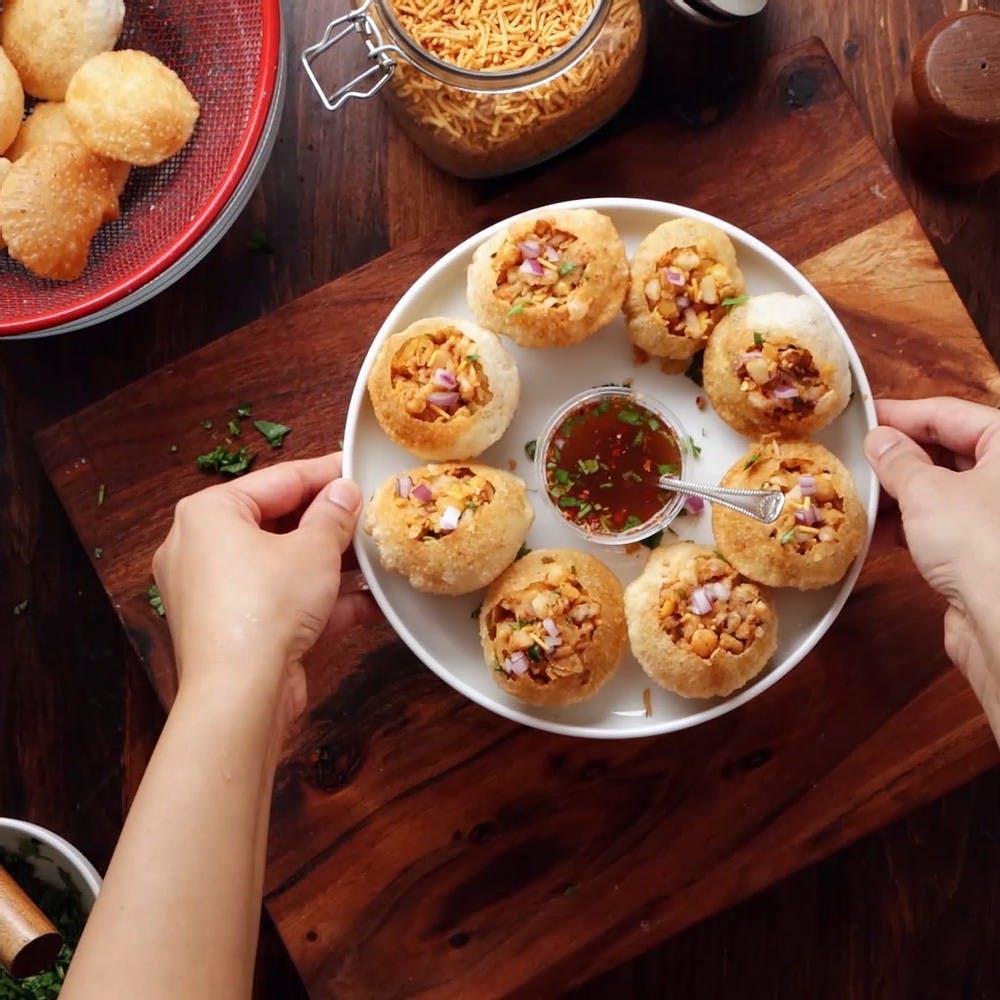 Food,Table,Tableware,Plate,Ingredient,Recipe,Dishware,Bun,Dish,Baked goods