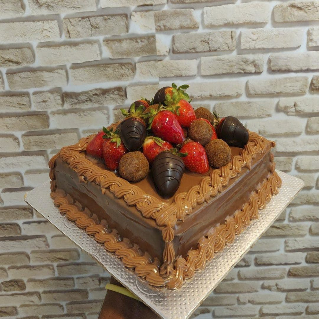 Food,Strawberry,Fruit,Tableware,Rectangle,Natural foods,Plant,Ingredient,Recipe,Cake