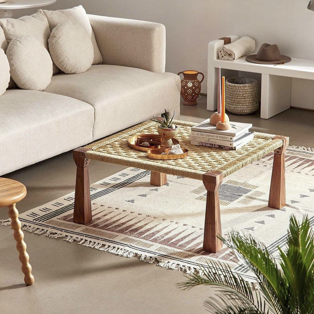 Table,Furniture,Property,Couch,Plant,Comfort,Rectangle,Wood,Interior design,Lighting