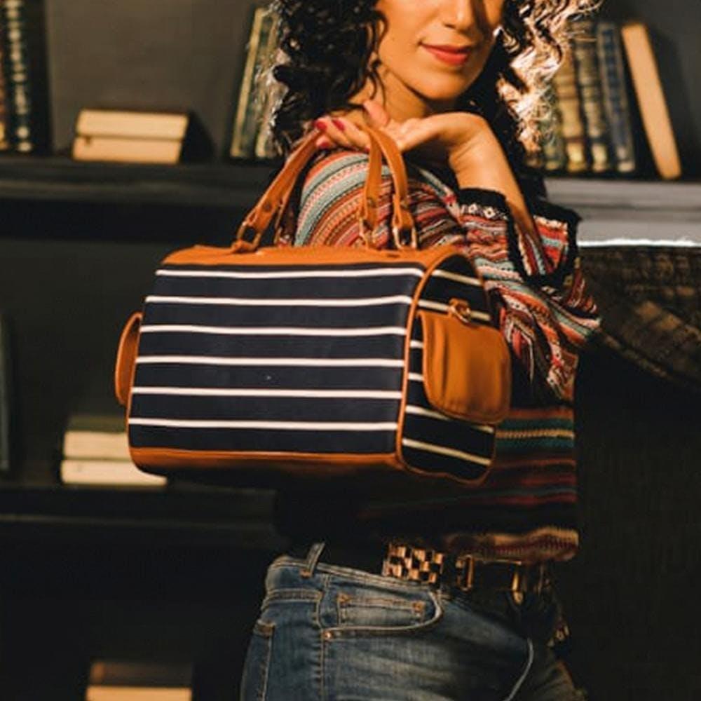 Jeans,Accordionist,Musical instrument,Smile,Orange,Folk instrument,Waist,Musician,Street fashion,String instrument