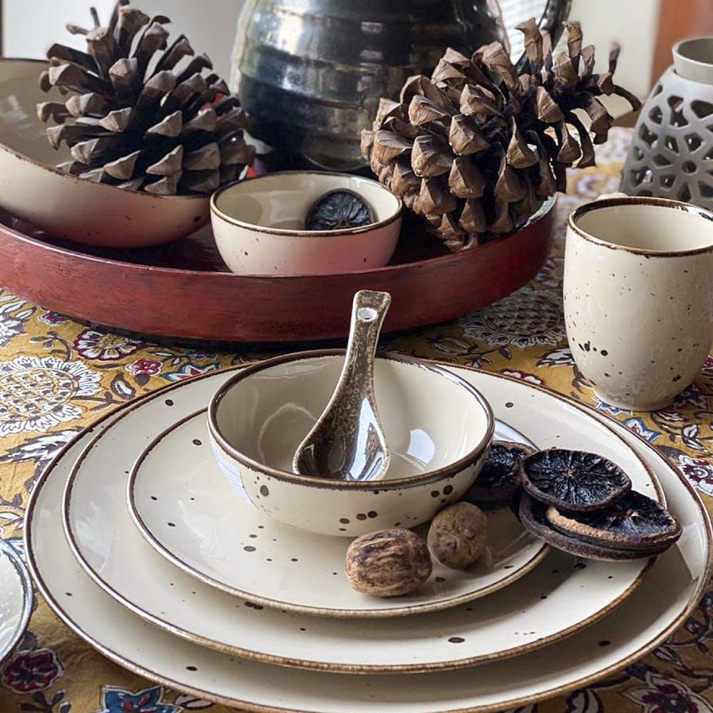 Tableware,Table,Dishware,Drinkware,Plate,Cup,Serveware,Interior design,Tablecloth,Natural material