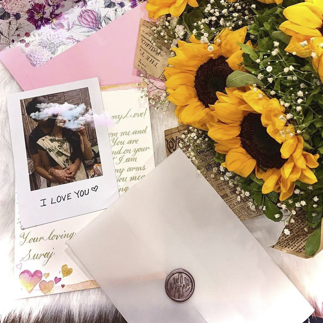 Flower,Photograph,Plant,Product,Petal,Yellow,Material property,Table,Flower Arranging,Font