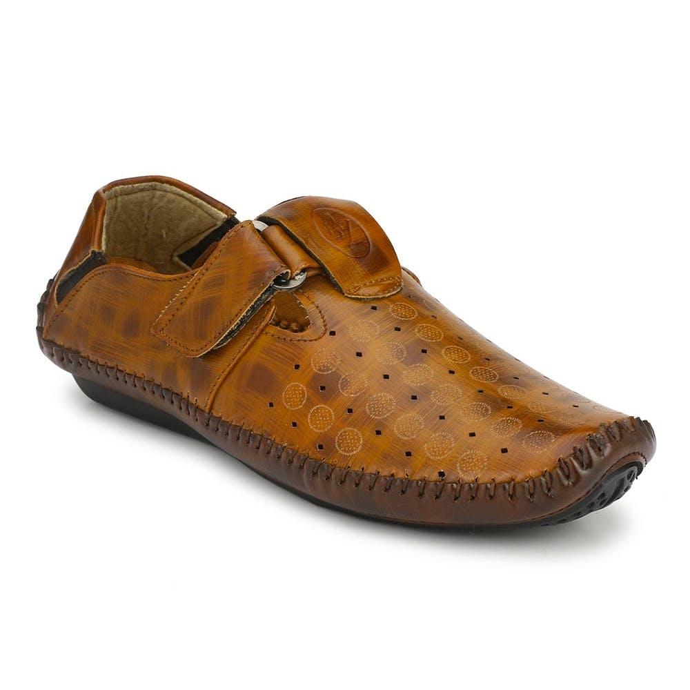 Footwear,Brown,Shoe,Outdoor shoe,Sneakers,Walking shoe,Sportswear,Font,Dress shoe,Beige