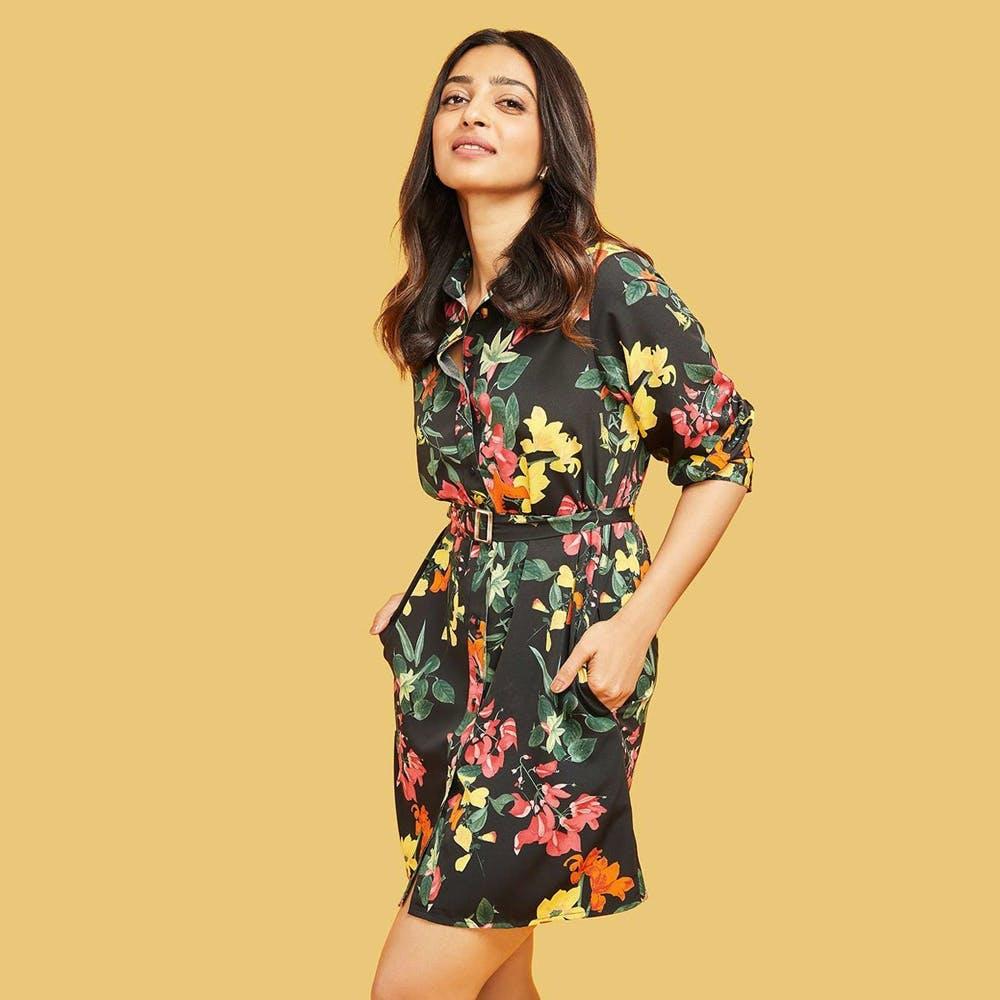 Hair,Sheath dress,Outerwear,Hairstyle,Arm,Shoulder,One-piece garment,Neck,Plant,Street fashion