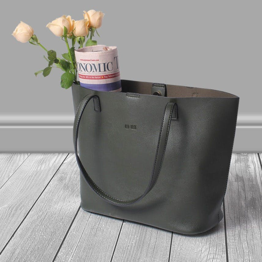 Flower,Plant,Flowerpot,Product,Petal,Grey,Rectangle,Vase,Luggage and bags,Font