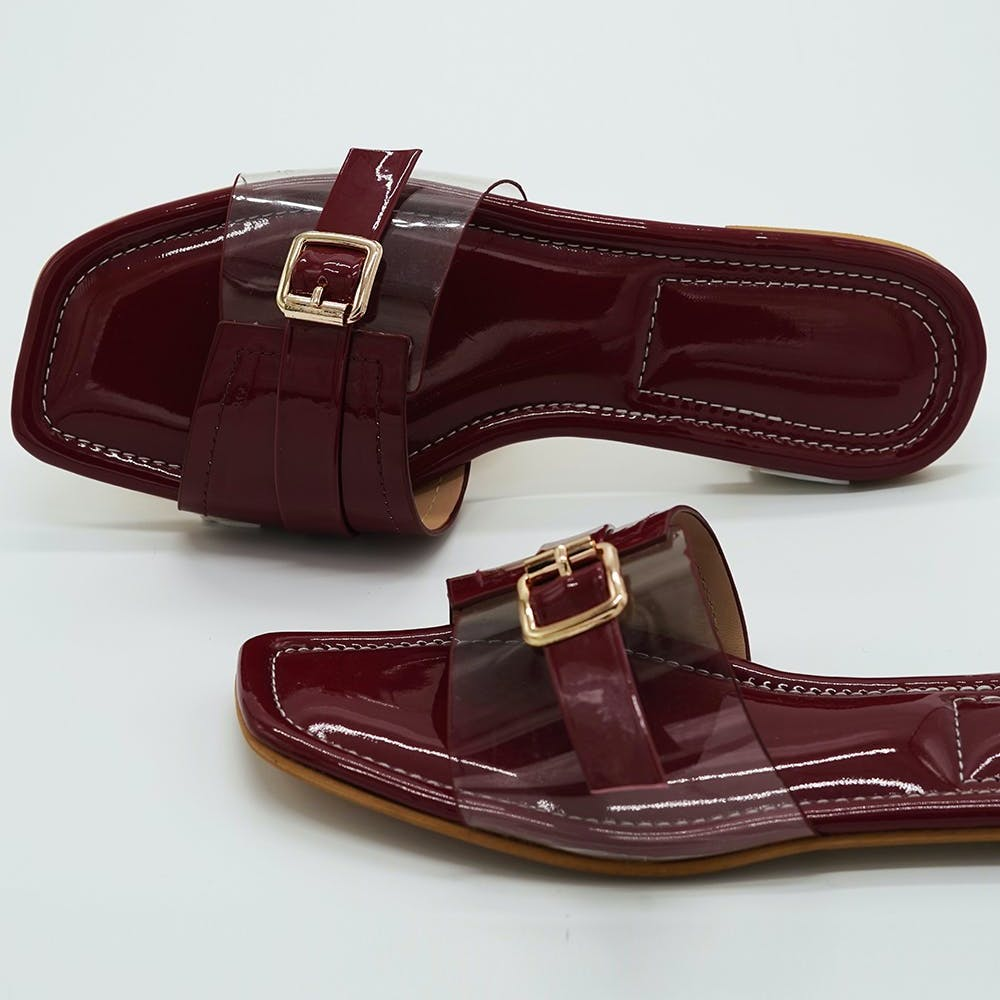Women Solid Cushioned Slides With Buckle Detailing