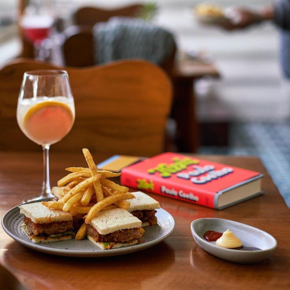 Food,Tableware,Table,Furniture,Ingredient,Papaya juice,Stemware,Plate,Drink,Drinkware