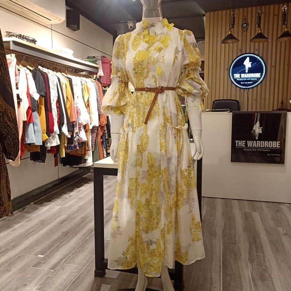 One-piece garment,Sleeve,Dress,Mannequin,Shopping,Fashion design,Retail,Boutique,Flooring,Automotive design