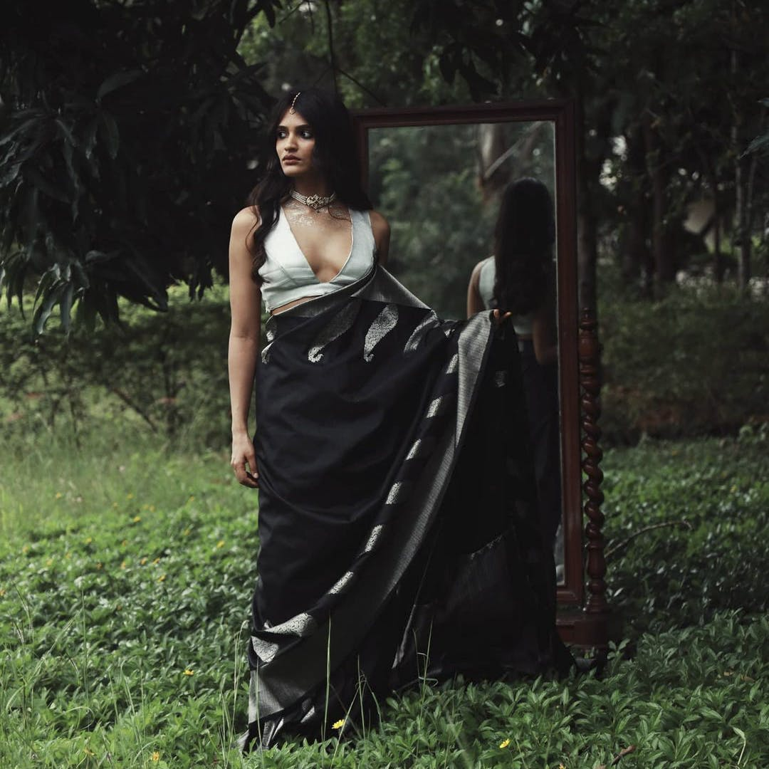 Plant,Natural environment,People in nature,Flash photography,Tree,Waist,Sunlight,Grass,Black hair,Gown